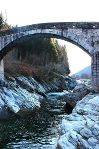 Fiume Sesia con ponte dei Dinelli
