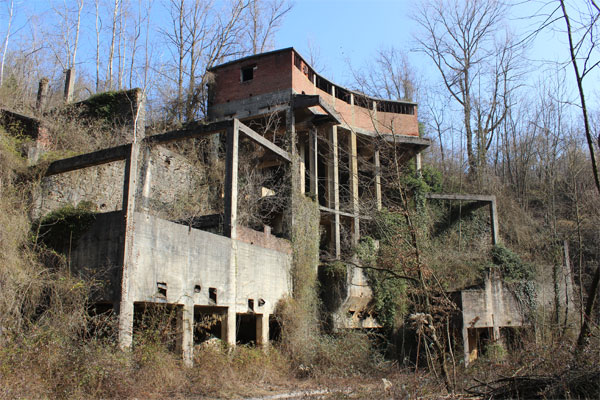 Costruzioni abbandonata alla Cava Colombino