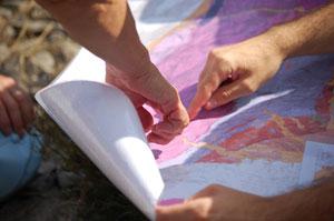 I diversicolori della carta geologica indicano i vari tipi di roccia presenti nel luogo