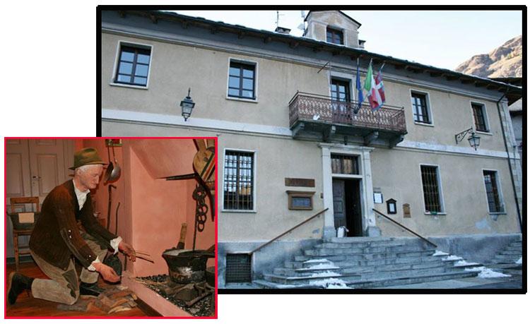 Il Municipio di Prazzo Superiore. Nella parete dedicata a museo, la riproduzione di un uomo intento ad accendere il fuoco con bacchette secche di canapa.