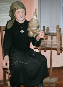 Museo di Prazzo. La filatura della canapa.
