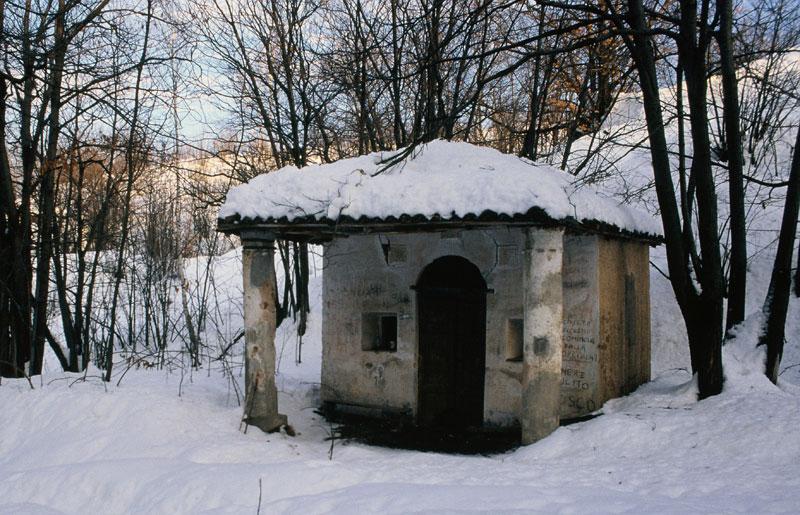"""""""Capela Capun"""" anni '80 del '900, prima del restauro."""