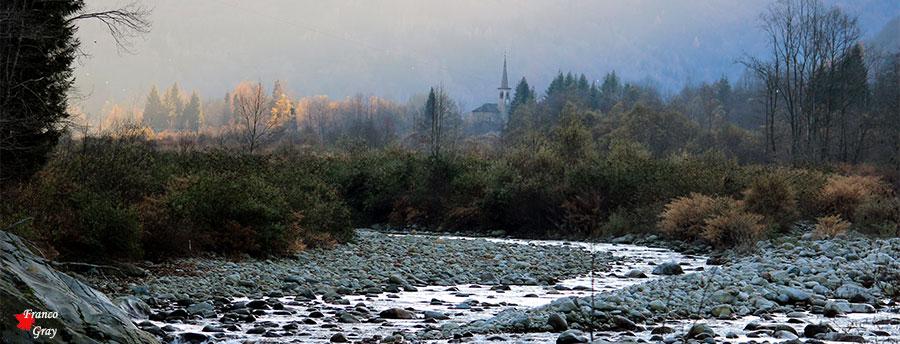 Scopa, Valsesia - Sullo sfondo la chiesa di San Bartolomeo