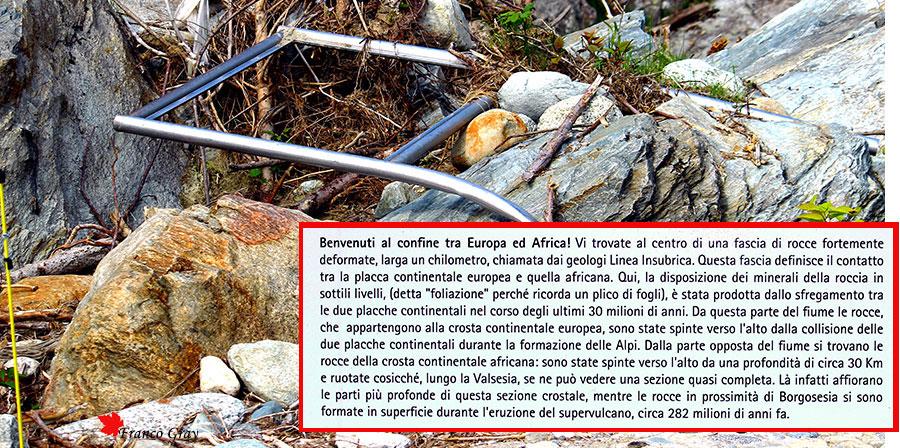 Ponte di Scopetta - Tra passato e presente: il cartello divelto dalla piena e il testo che illustrava la natura geologica del sito (Franco Gray)