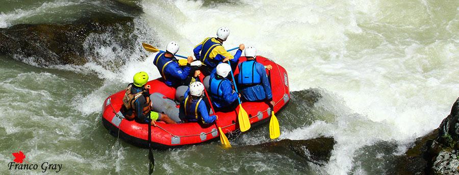 Rafting alle Gole dei Dinelli: una rapida (Foto: Franco Gray)